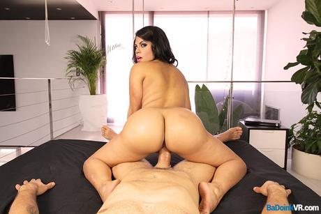 Latina Ass Shake screenshot